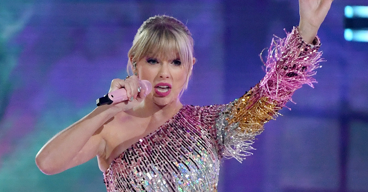 Lawsuit Over Taylor Swift S Shake It Off Lyrics To Move Forward Law Crime