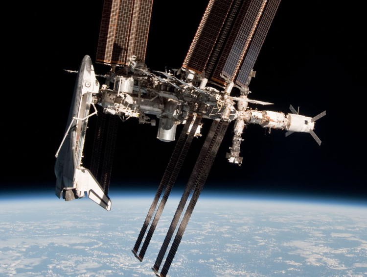 Space-Stations-and-Shuttle-750x565