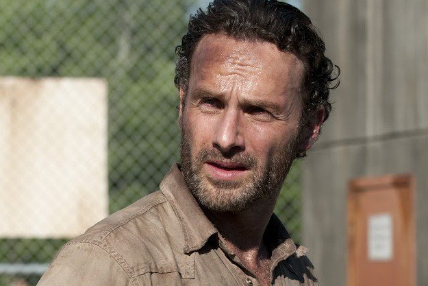 review-the-walking-dead-continues-its-roll1