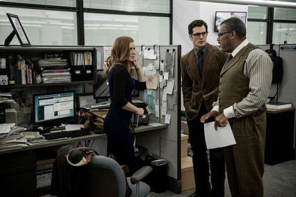 batman-v-superman-dawn-of-justice-henry-cavill-amy-adams-laurence-fishburne-600x400