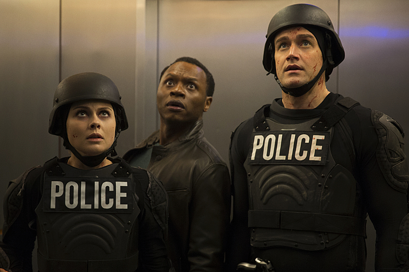 """iZombie -- Image Number: ZMB219a_0001.jpg -- """"Salivation Army"""" -- Pictured (L-R): Rose McIver as Liv, Malcolm Goodwin as Clive and Robert Buckley as Major -- Photo: Katie Yu/The CW -- © 2016 The CW Network, LLC. All rights reserved."""