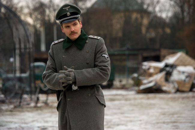 4101_D043_24090_R Daniel Brühl stars as Lutz Heck in director Niki Caro's THE ZOOKEEPER'S WIFE, a Focus Features release. Credit: Anne Marie Fox / Focus Features