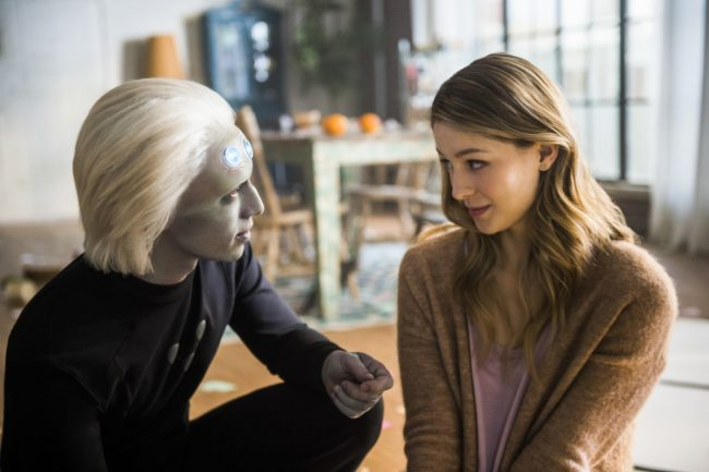 """Image: Diyah Pera/The CW Supergirl -- """"Legion of Superheroes"""" -- Image Number: SPG310a_0182.jpg -- Pictured (L-R): Jesse Rath as Brainiac 5 and Melissa Benoit as Kara -© 2018 The CW Network, LLC. All rights reserved."""