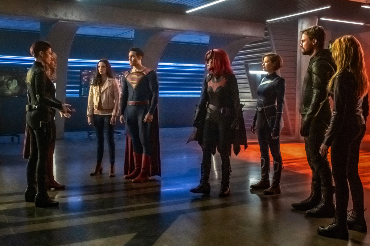 "Supergirl -- ""Crisis on Infinite Earths: Part One"" -- Image Number: SPG509b_0123r.jpg -- Pictured (L-R): Chyler Leigh as Alex Danvers, Melissa Benoist as Kara/Supergirl, Elizabeth Tulloch as Lois Lane, Tyler Hoechlin as Clark Kent/Superman, Ruby Rose as Kate Kane/Batwoman, Audrey Marie Anderson as Harbinger, Stephen Amell as Oliver Queen/Green Arrow and Katherine McNamara as Mia -- Photo: Katie Yu/The CW -- © 2019 The CW Network, LLC. All Rights Reserved."