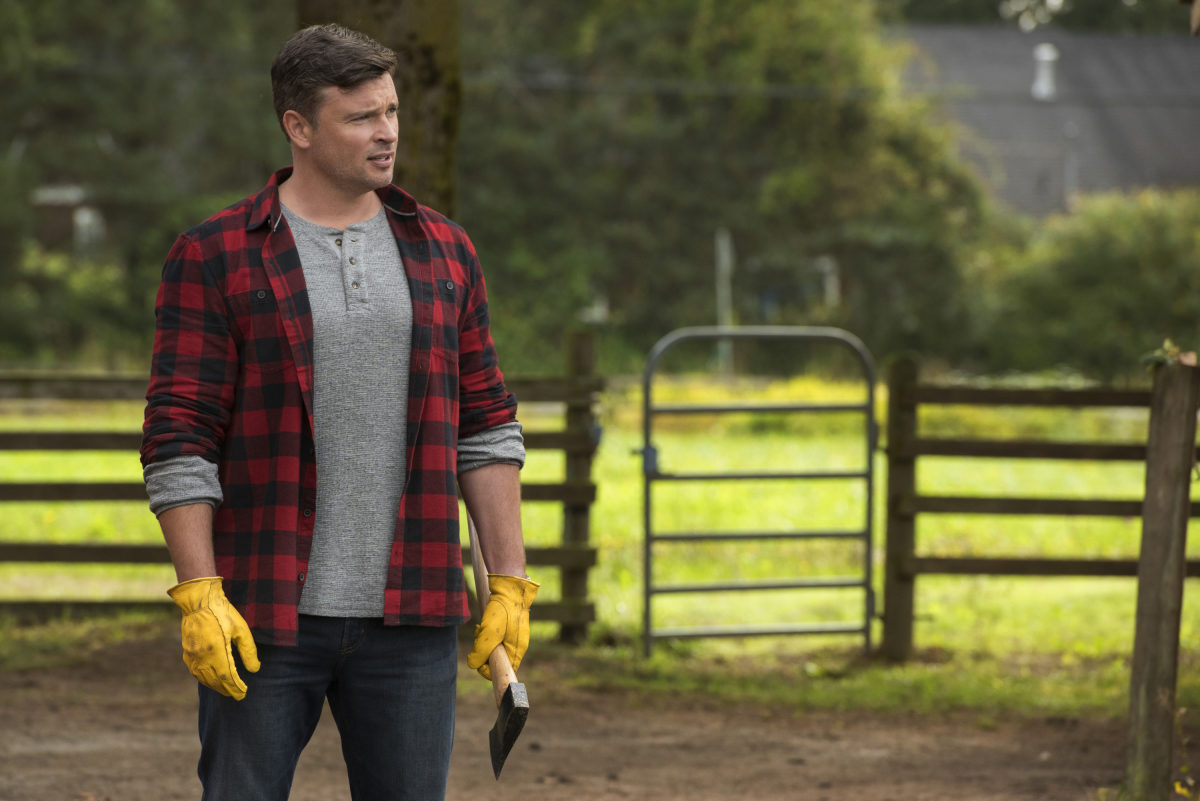 """Batwoman -- """"Crisis on Infinite Earths: Part Two"""" -- Image Number: BWN108a_0116.jpg -- Pictured: Tom Welling as Clark Kent -- Photo: Dean Buscher/The CW -- © 2019 The CW Network, LLC. All Rights Reserved."""