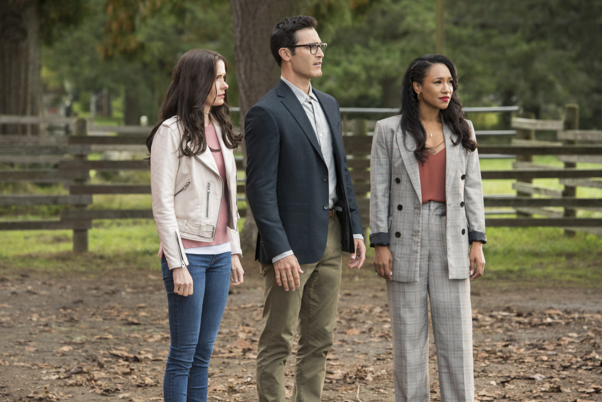 """Batwoman -- """"Crisis on Infinite Earths: Part Two"""" -- Image Number: BWN108a_0031.jpg -- Pictured (L-R): Bitsie Tulloch as Lois Lane, Tyler Hoechlin as Clark Kent/Superman and Candice Patton as Iris West-Allen -- Photo: Dean Buscher/The CW -- © 2019 The CW Network, LLC. All Rights Reserved."""
