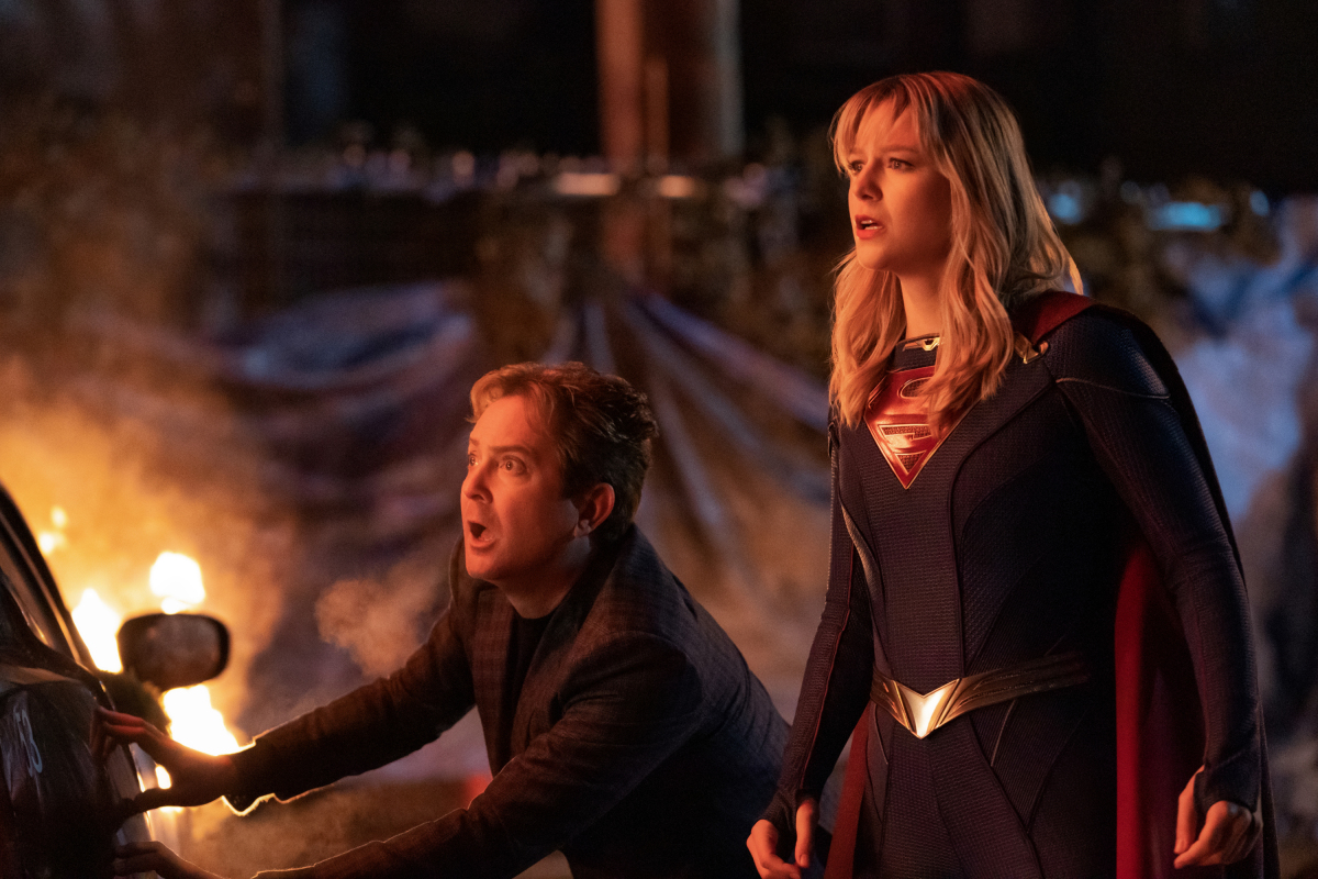 """Supergirl -- """"ItÕs a Super Life"""" -- Image Number: SPG513b_0224r.jpg -- Pictured (L-R): Thomas Lennon as Mxyzptlk and Melissa Benoist as Kara/Supergirl -- Photo: Katie Yu/The CW -- © 2020 The CW Network, LLC. All rights reserved."""
