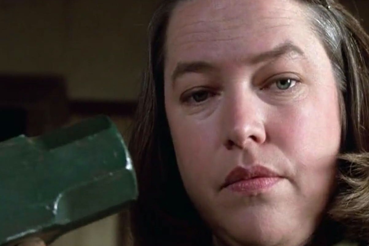 Kathy-Bates-as-Annie-Wilkes-in-Misery