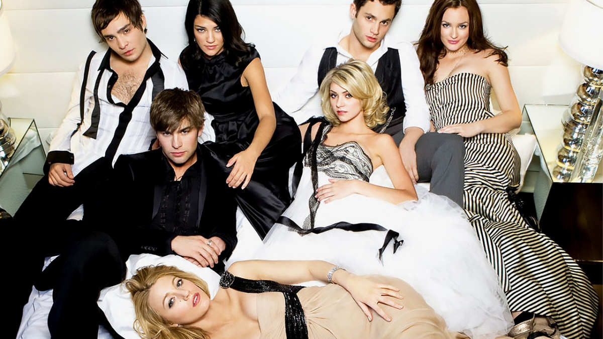 Penn Badgley, Blake Lively, Taylor Momsen, Leighton Meester, Jessica Szohr, Chace Crawford, and Ed Westwick in Gossip Girl (2007)