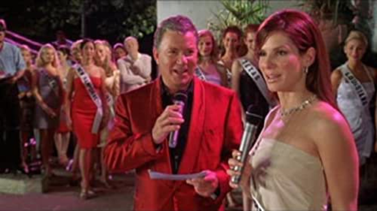 Sandra Bullock speaks into a microphone on pageant stage in Miss Congeniality.